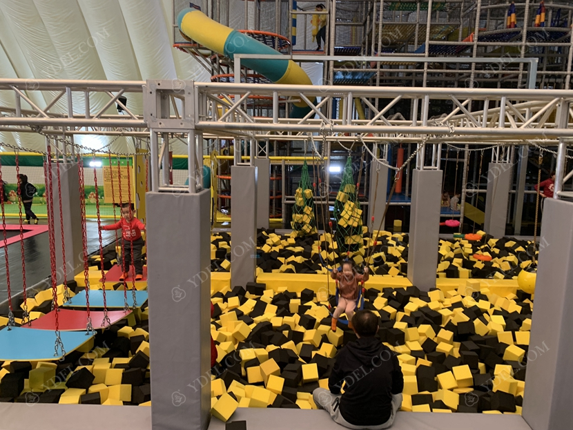 大型蹦床公园儿童游玩效果