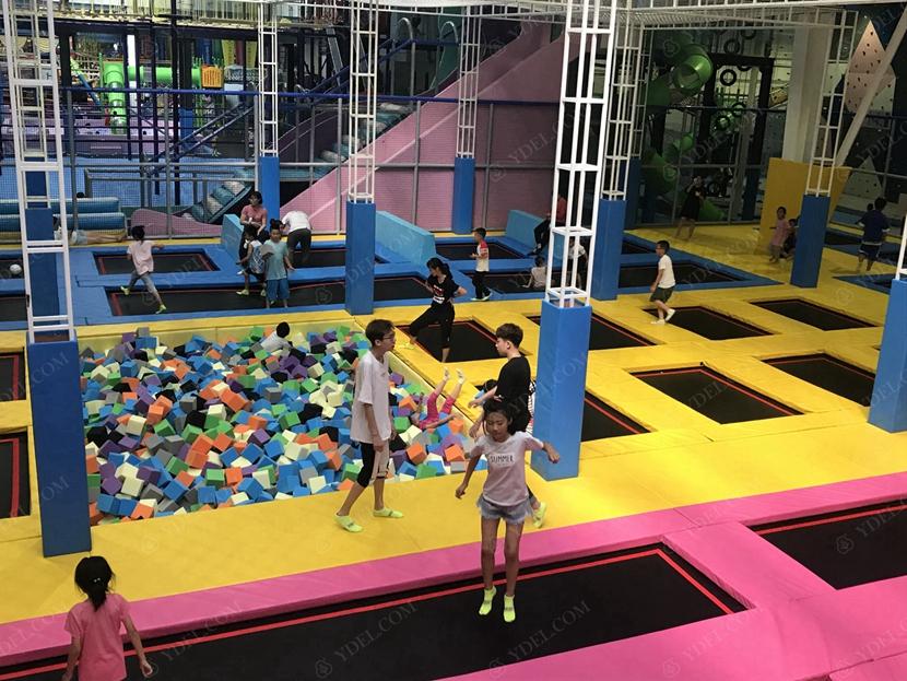 儿童蹦床游戏展示
