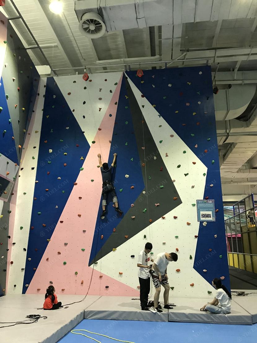 儿童攀岩区域展示